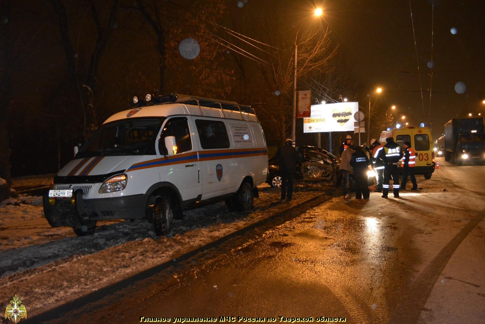 Столкновение автобуса с экскаватором в Твери и другие происшествия за неделю