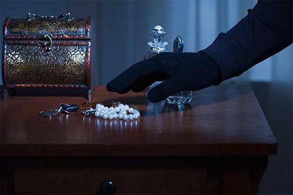 В Тверской области полицейские «по горячим следам» раскрыли кражу драгоценностей