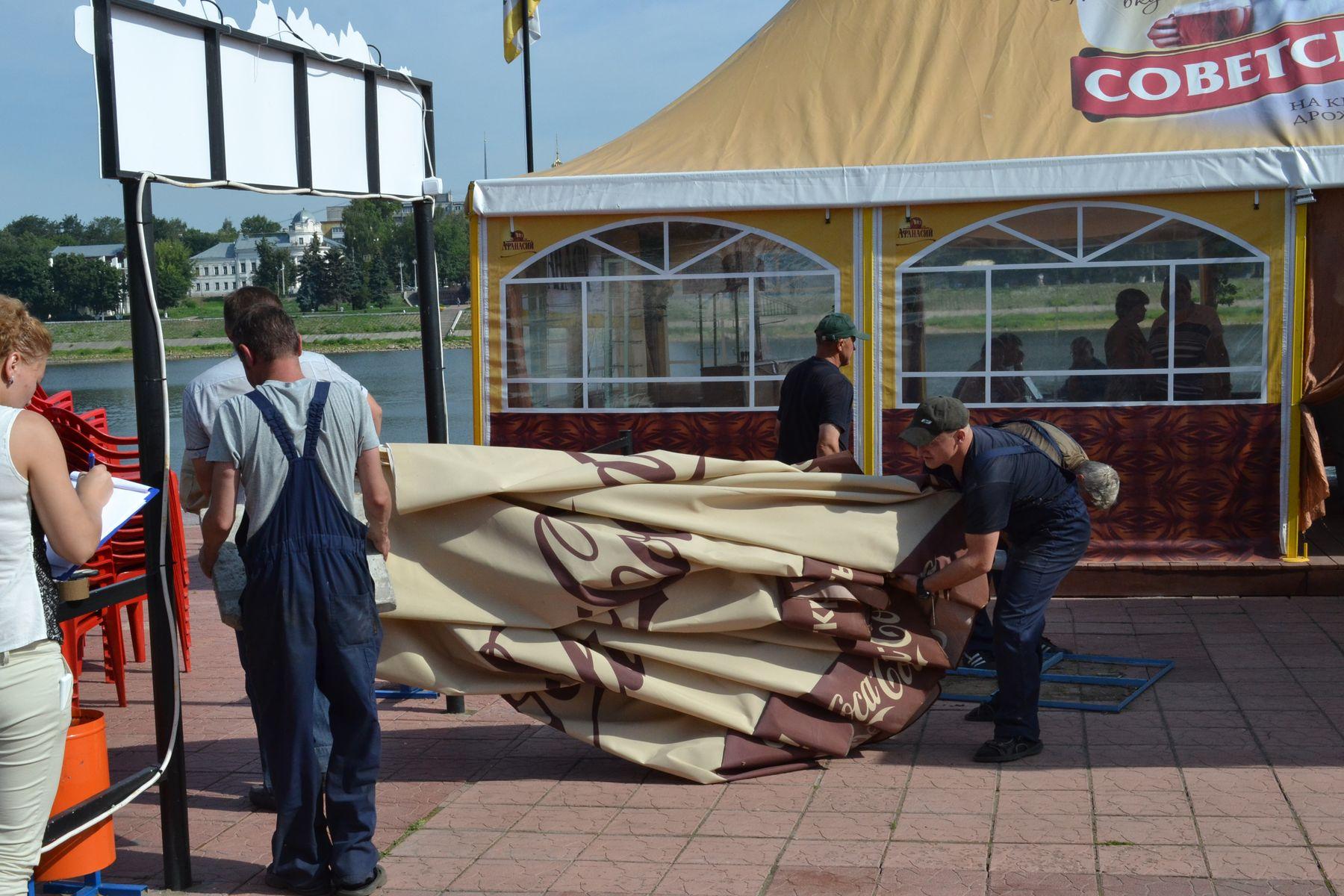 В Твери начался демонтаж незаконно установленных нестационарных торговых объектов