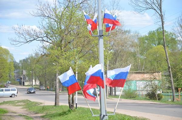 toropets flagi na ulitsah