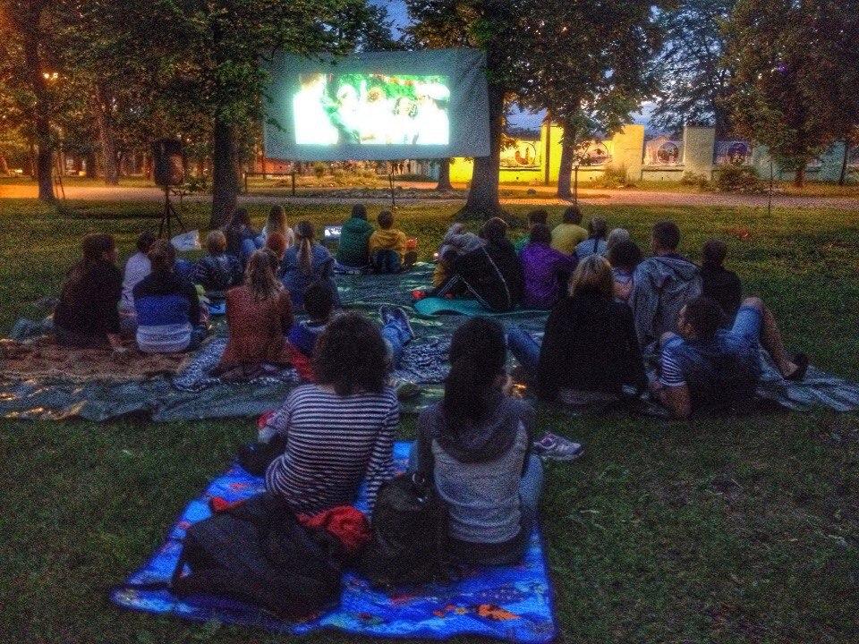 Тверитян вновь приглашают посмотреть кино на газоне