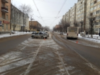 В Твери в Заволжье столкнулись легковушка и мершрутка